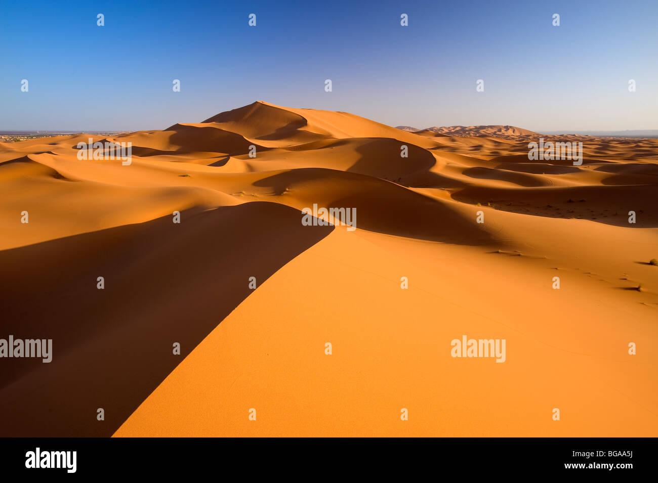 L'Erg Chebbi, Merzouga, Vallée de Ziz, désert du Sahara, Maroc Photo Stock