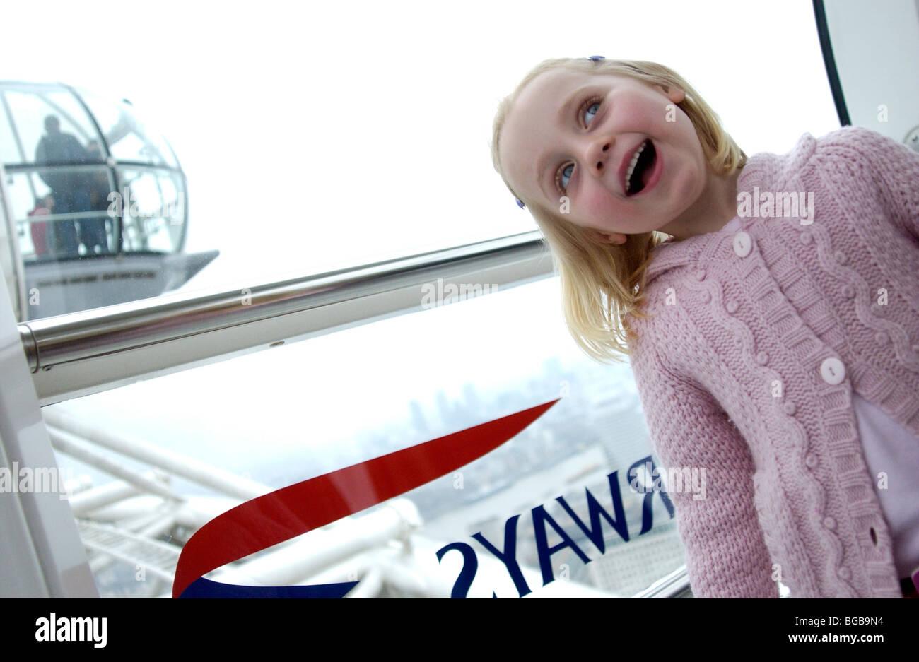 Photographie de London Eye à l'intérieur en visite à l'intérieur de la famille pod kids Banque D'Images