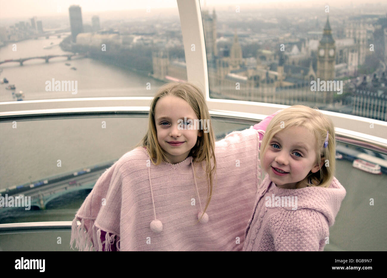 Photographie de London Eye vue visite intérieur pod kids tamise Banque D'Images