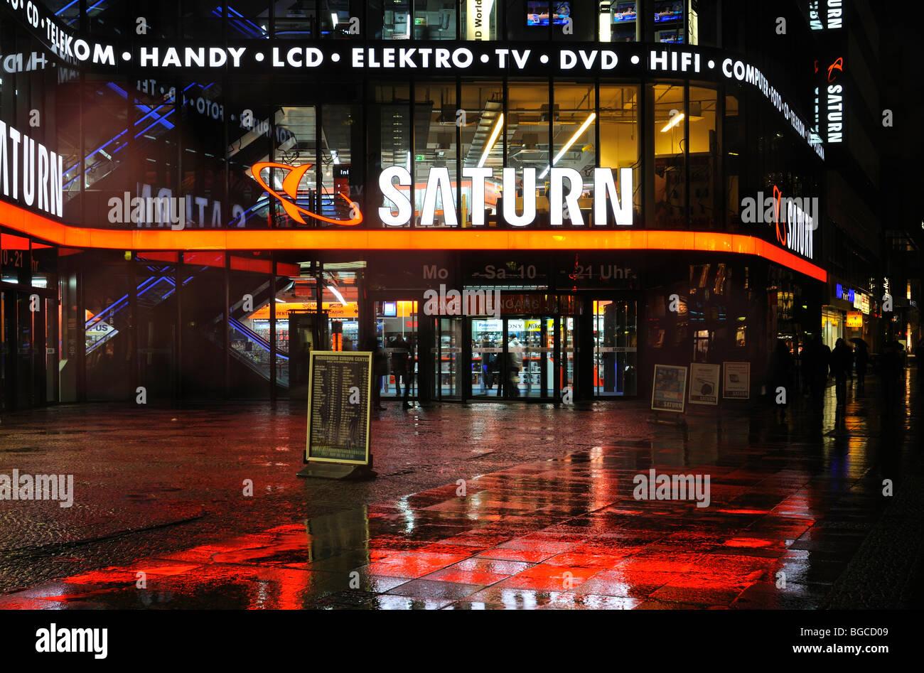 Détaillant spécialisé d'électronique magasin phare de Saturne à l'Europa-Center, Photo Stock