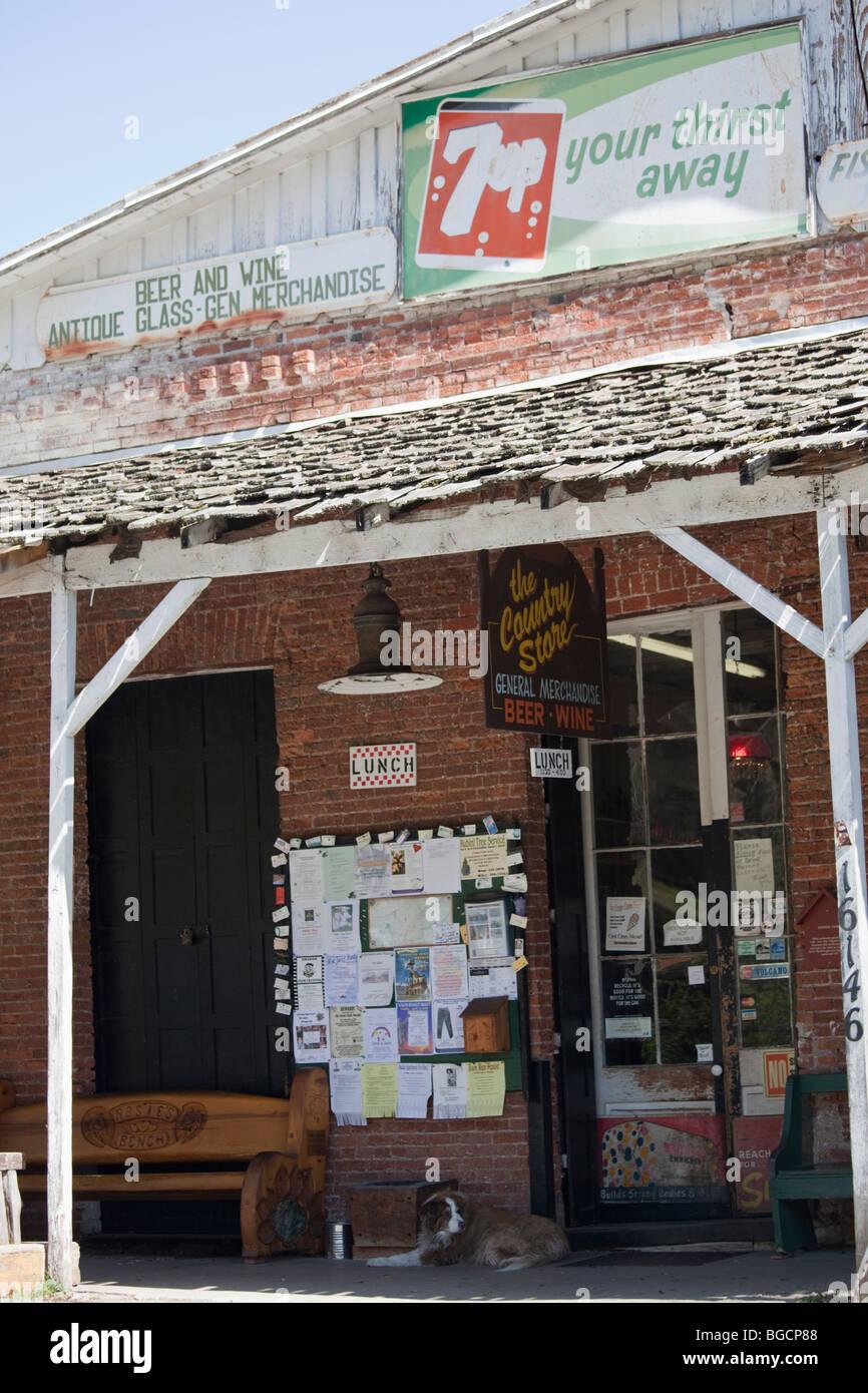 Old country store dans les contreforts village de volcan, Amador County, Californie, USA, Amérique du Nord. Banque D'Images