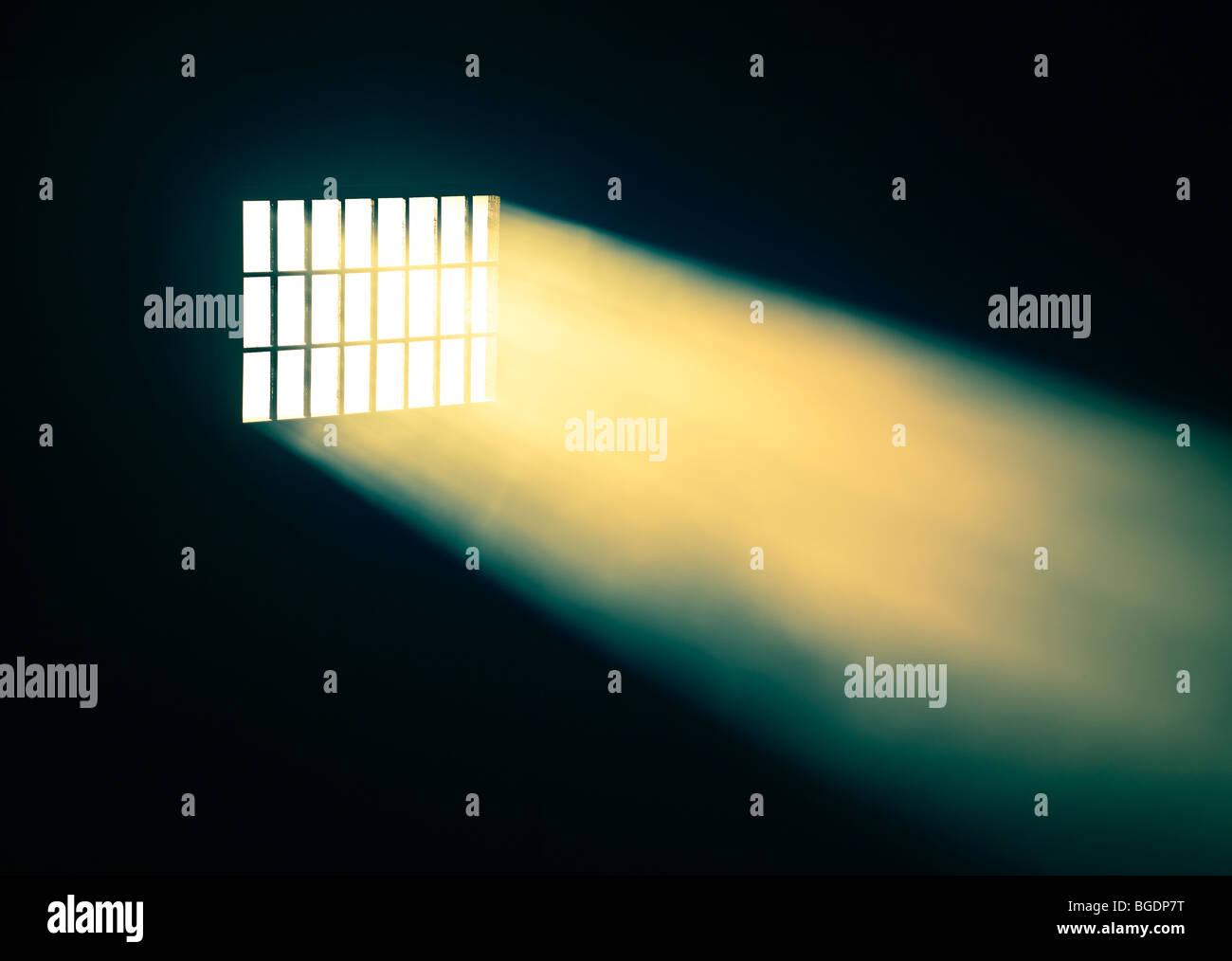Fenêtre avec les rayons de lumière Photo Stock