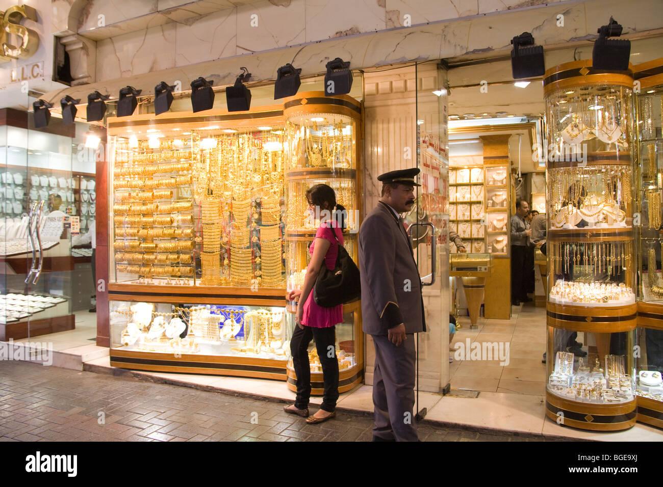 Dubai Emirats Arabes Unis l un des boutiques avec une large gamme de bijoux  pour 7e96d2bf2482