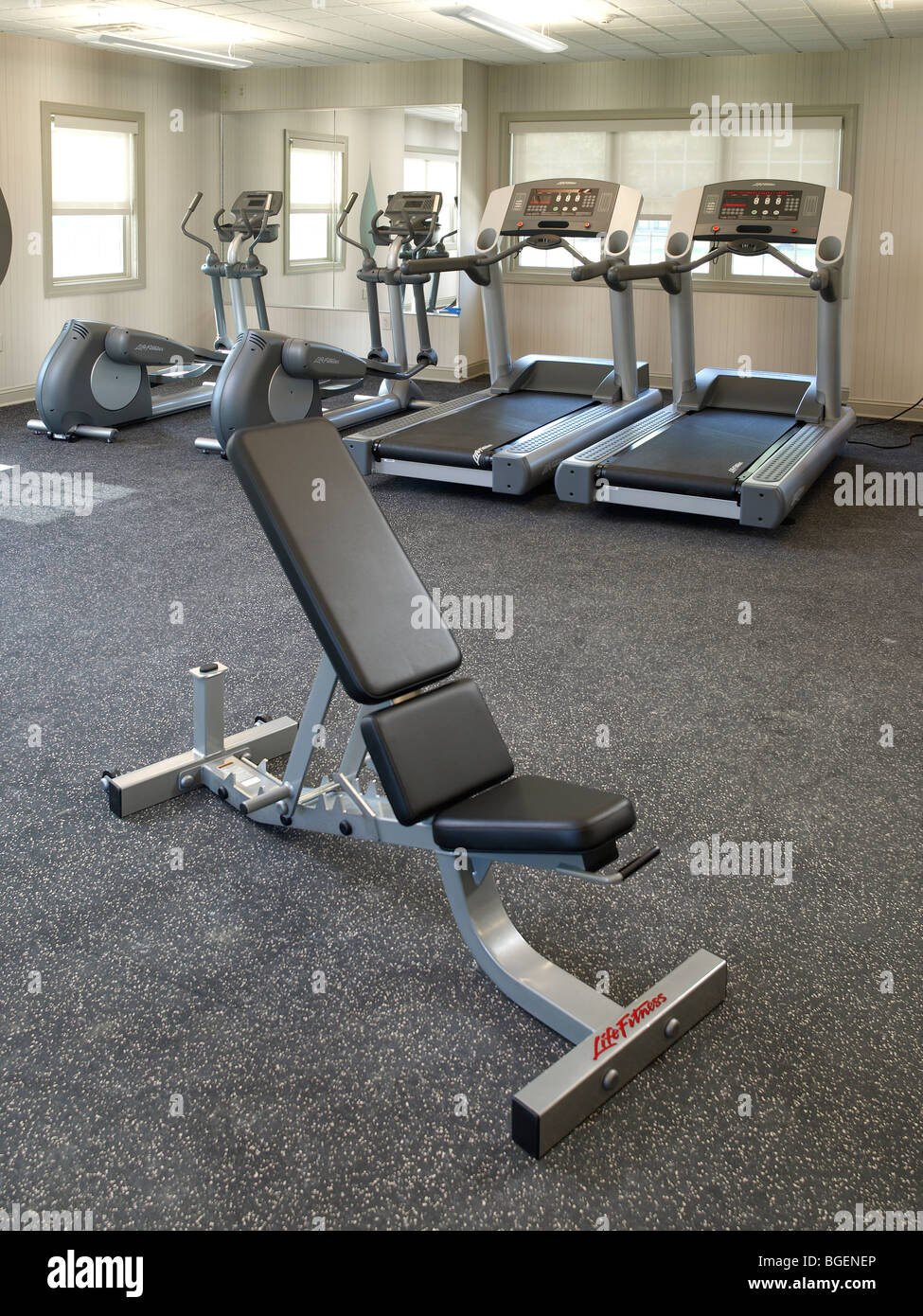 Banc de levage de poids de l'équipement d'exercice dans la salle de sport Fitness, Philadelphia, USA Photo Stock