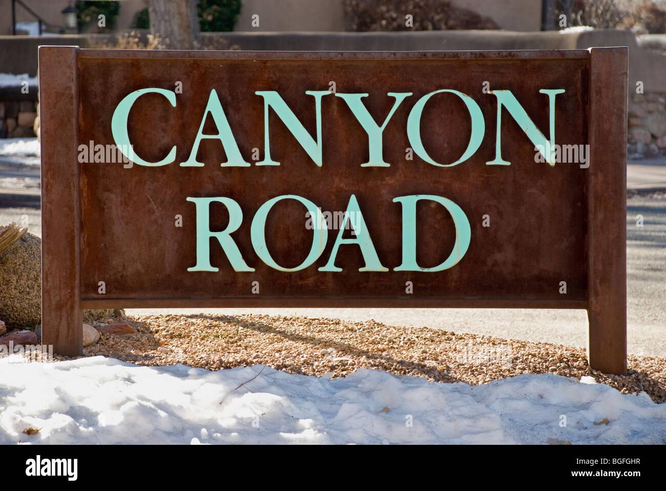 """'Canyon Road"""" à Santa Fe, Nouveau Mexique est célèbre pour ses nombreuses galeries d'art Photo Stock"""