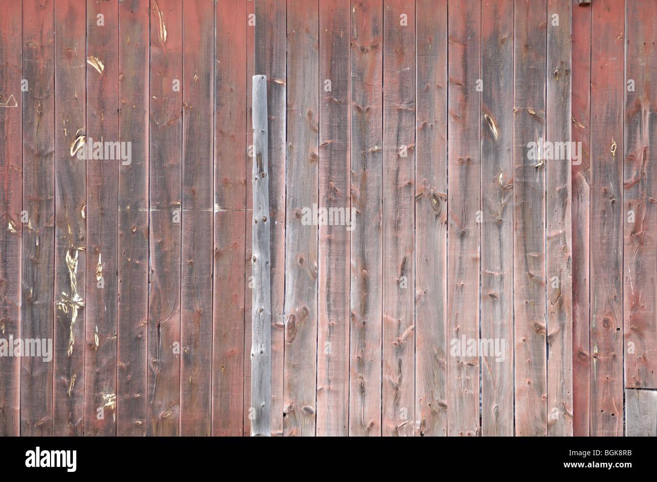 Peint en rouge en bois non altéré la texture d'arrière-plan Photo Stock