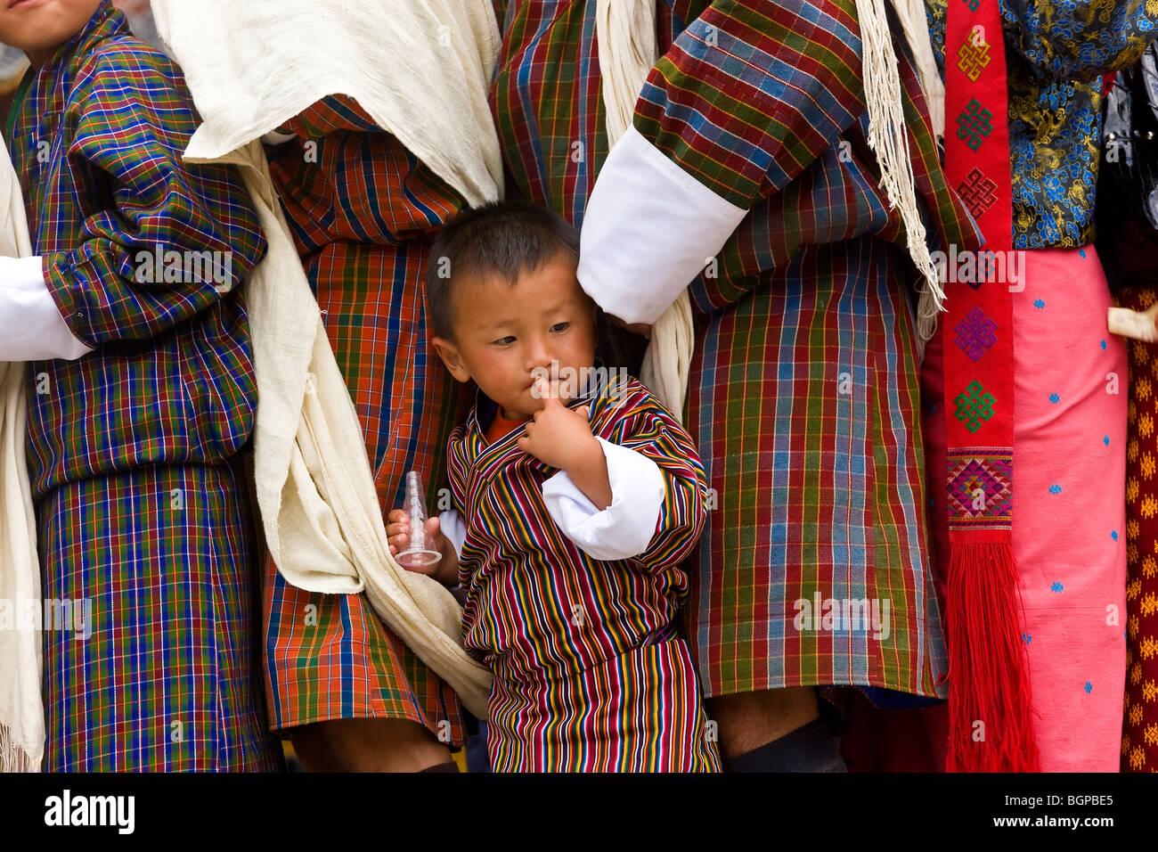 Les gens faisant la queue pour être bénis, Festival, Trashichhoe Dzong (monastère), Thimpu, Bhoutan Photo Stock