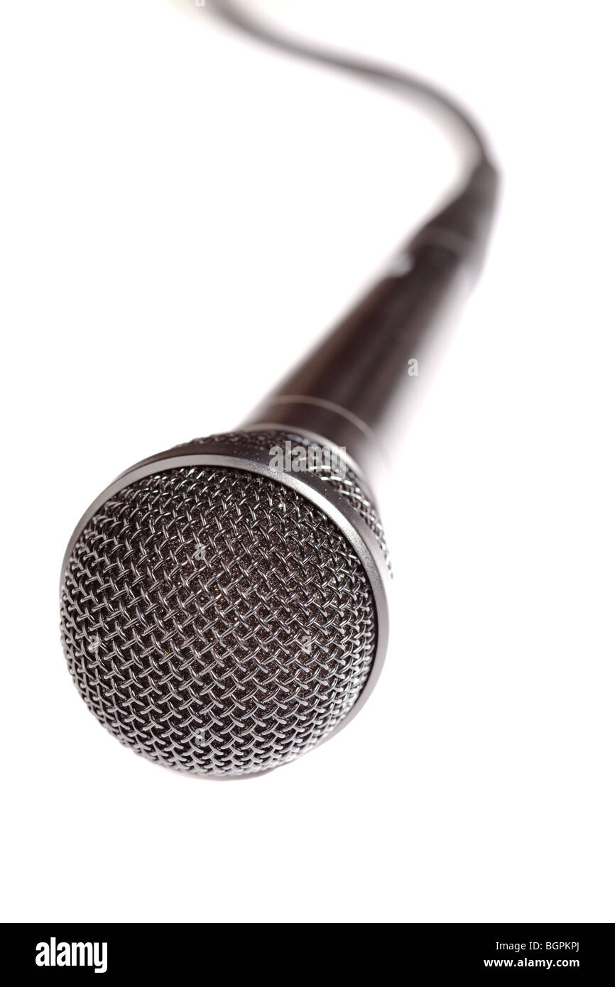 Un gros plan d'un microphone isolated on white Photo Stock