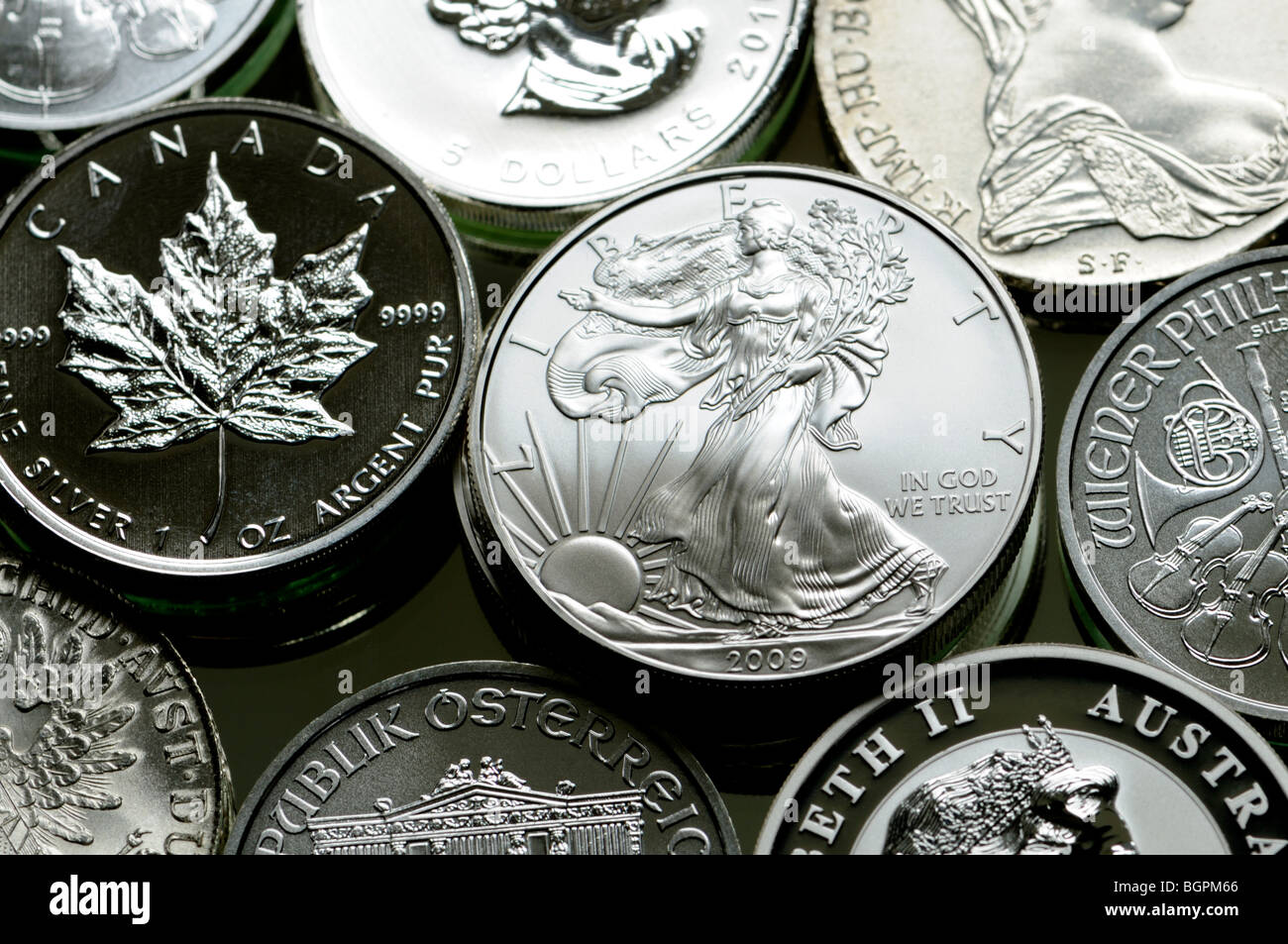 Des pièces de monnaie de lingot argent pur à partir de la France, le Canada, l'Autriche et l'Australie Banque D'Images