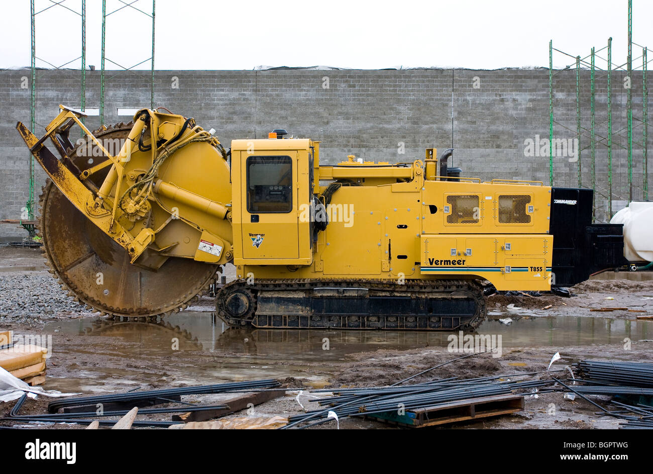 Vermeer trancheuse sur chantier de construction. Photo Stock
