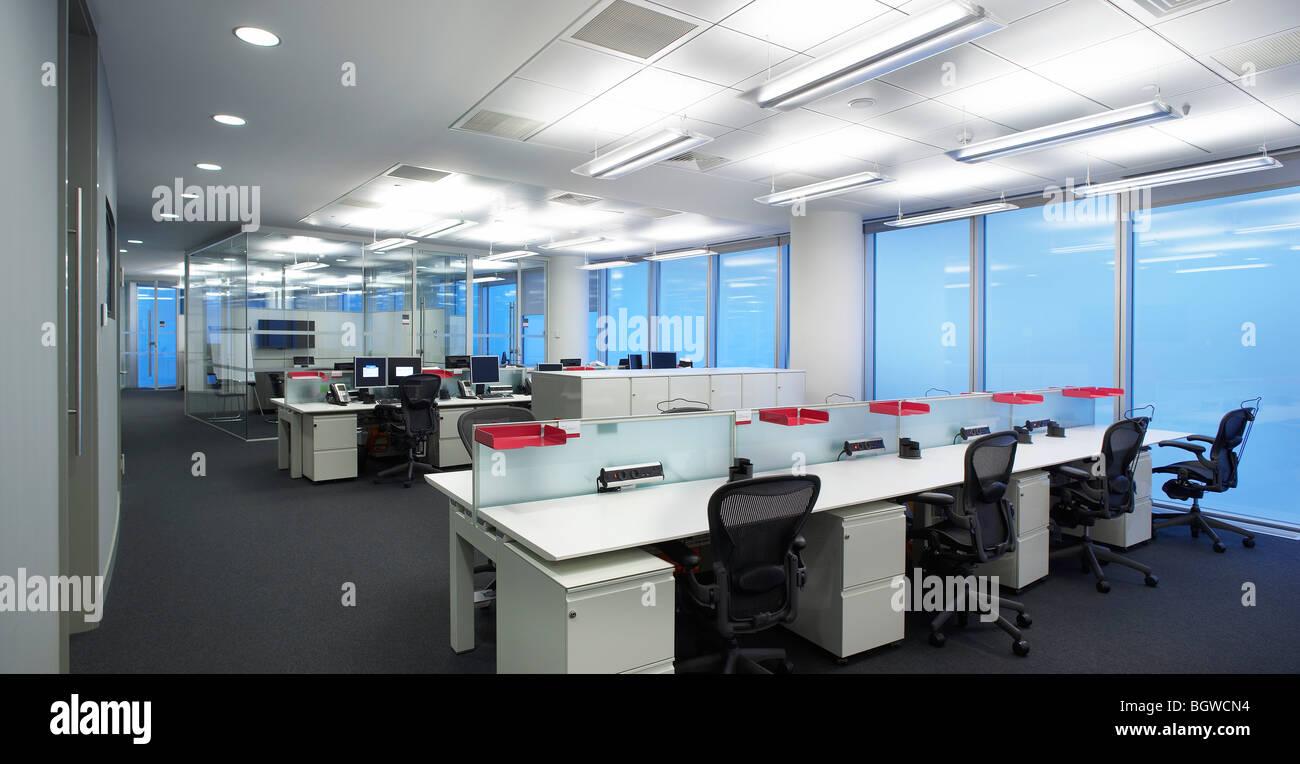 Les bureaux de moscou rencap open plan office avec un bureau banque