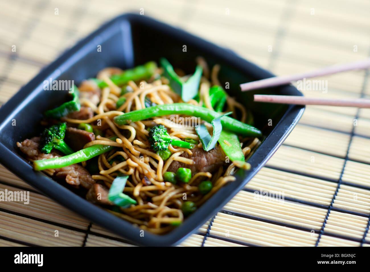 De délicieux plats de viande wok Photo Stock