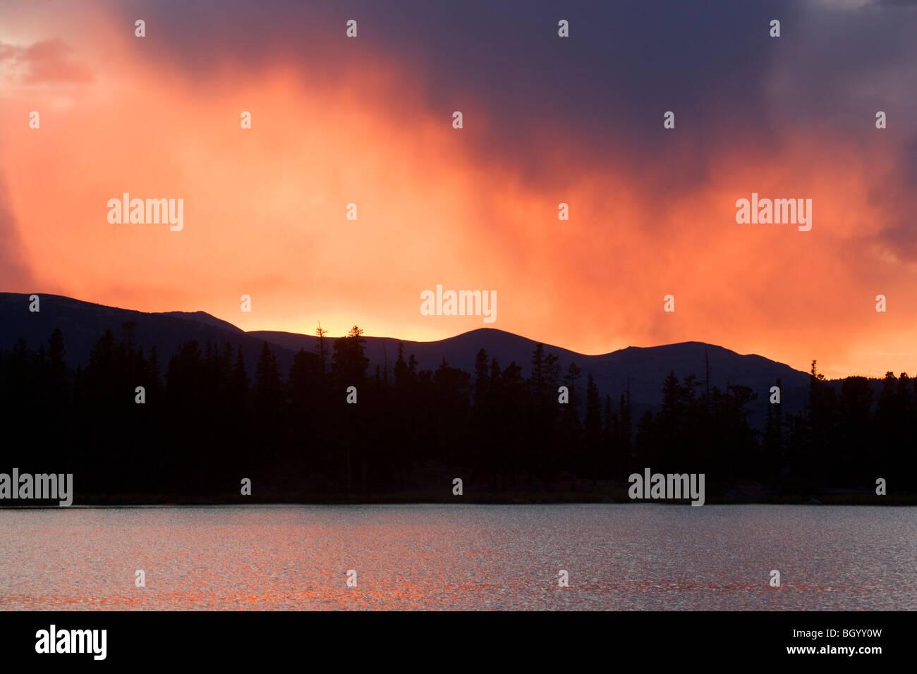 Coucher de soleil sur le lac Écho, Mount Evans Recreation Area, Arapaho National Forest, Colorado. Photo Stock
