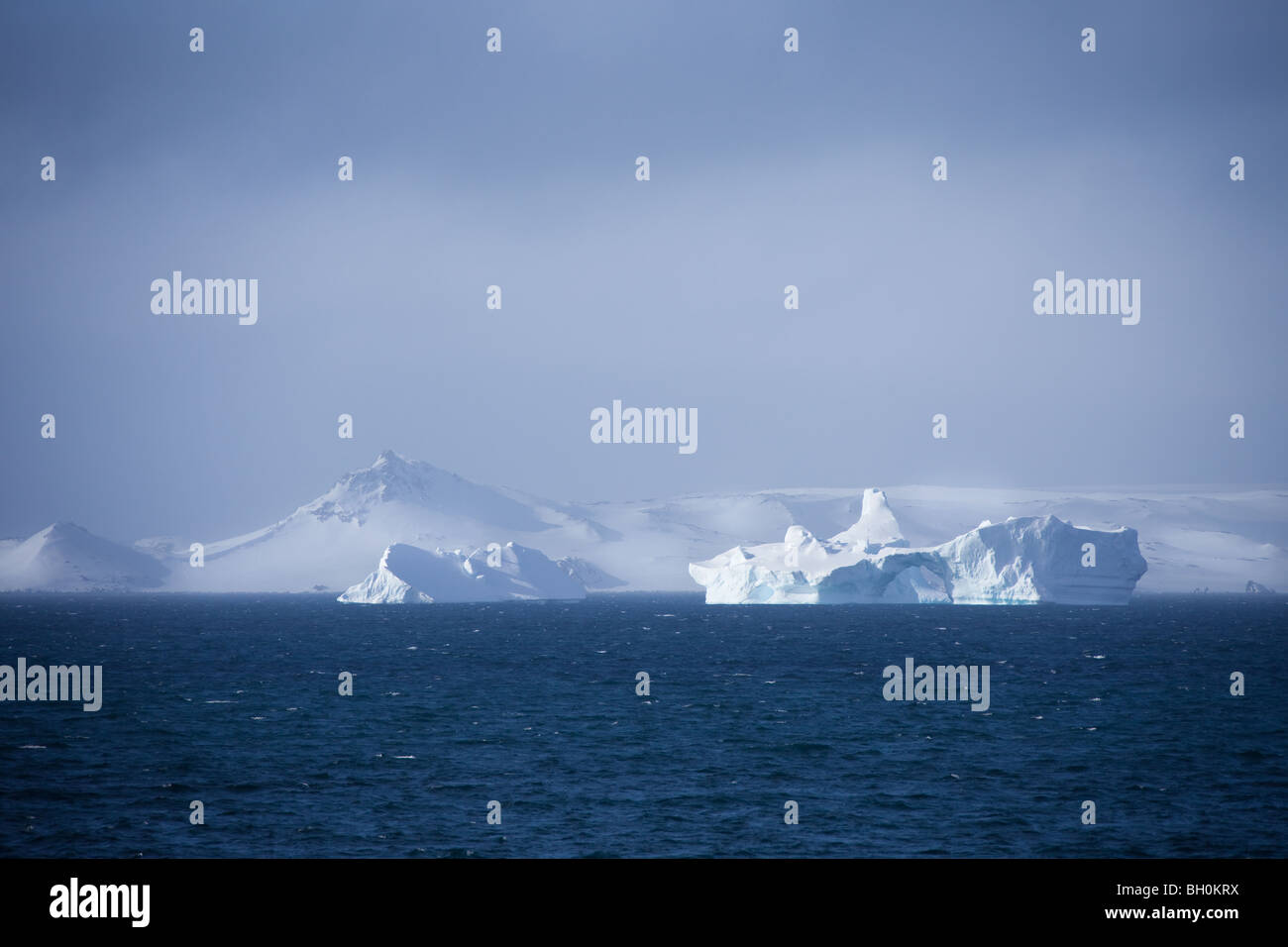 Belle vue sur l'océan Atlantique de l'Antarctique et les icebergs Photo Stock