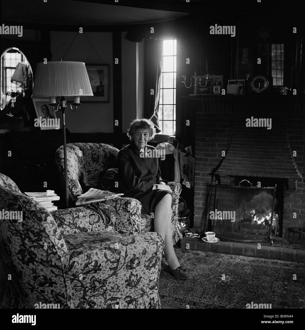 Auteur de livres pour enfants Enid Blyton à Beaconsfield au début de 1968, elle est décédée Photo Stock
