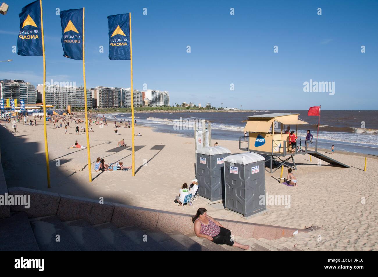 L'Uruguay. Les gens de plage Pocitos à Montevideo, Photo Stock