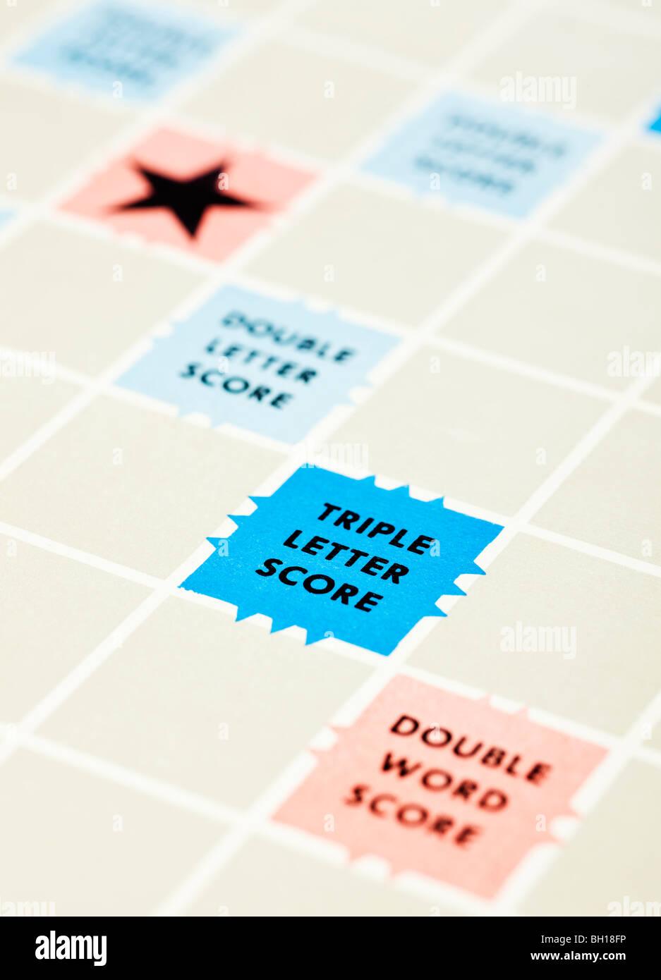 Jeu de société Scrabble close up avec focus sélectif sur Triple Lettre Score Photo Stock