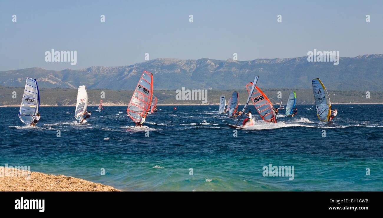 Wind surfeurs de la Corne d'or, Bol, Île de Brac, la Dalmatie, Croatie, Europe Photo Stock