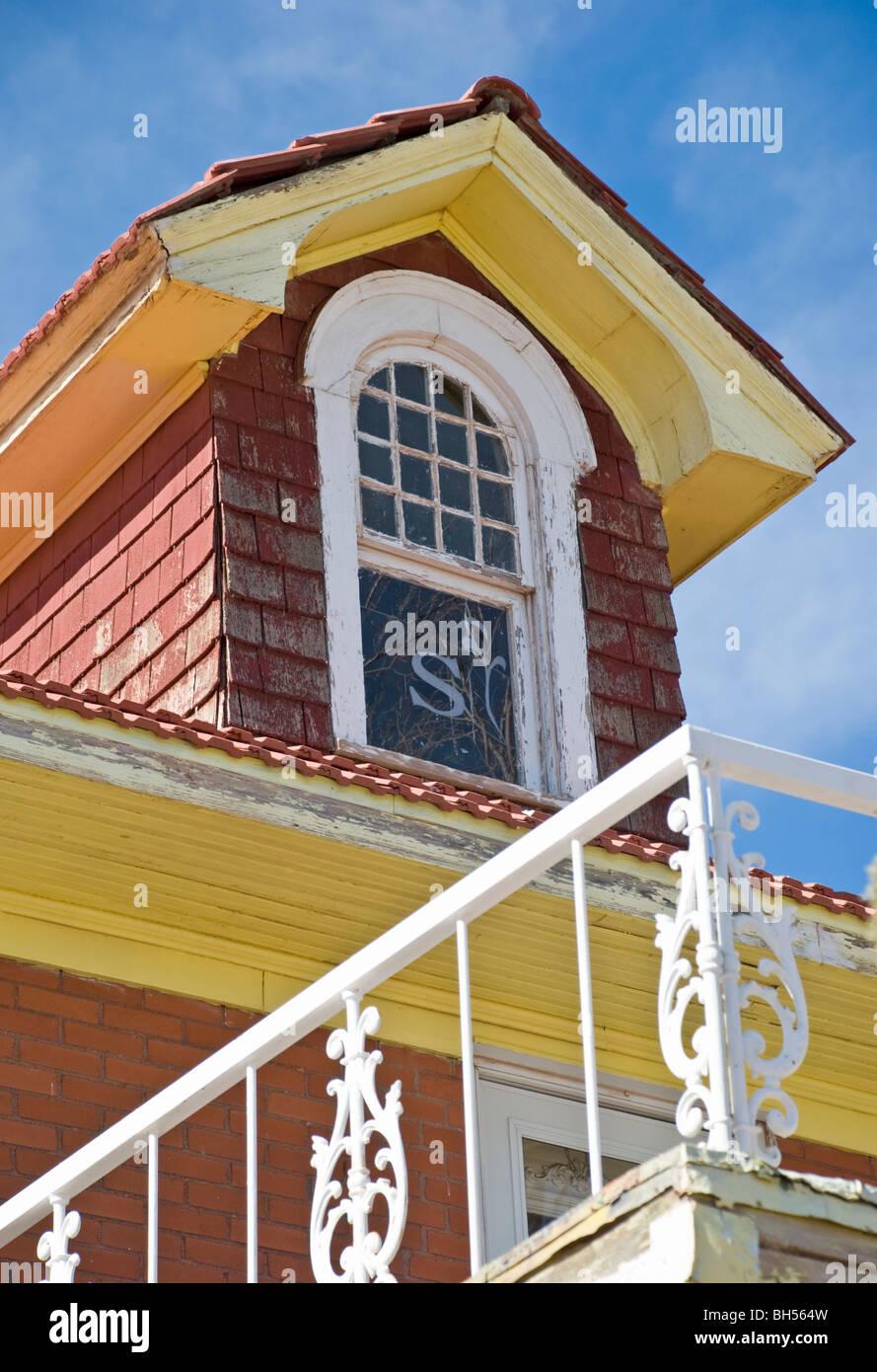 Un Vieux Manoir à Vendre à Carrizozo Est Un Sommet De La Fenêtre