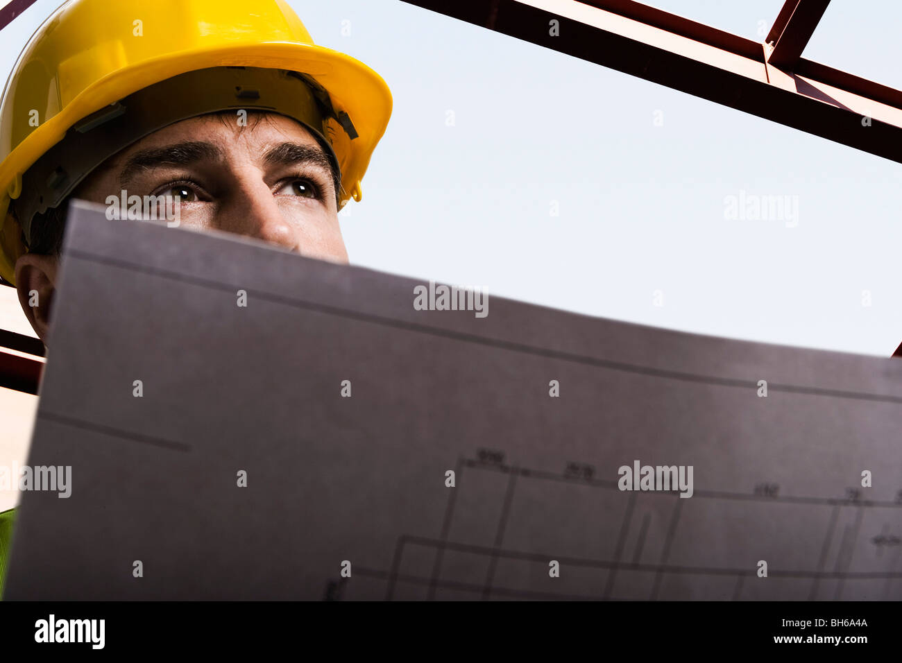 Construction Worker holding dessins Photo Stock
