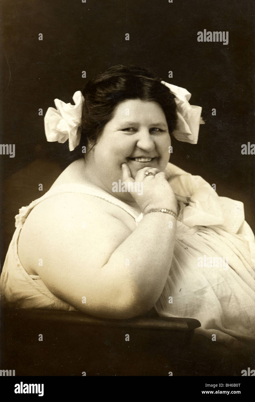 Grosse Dame Image smiling circus sideshow ou grosse dame banque d'images, photo stock