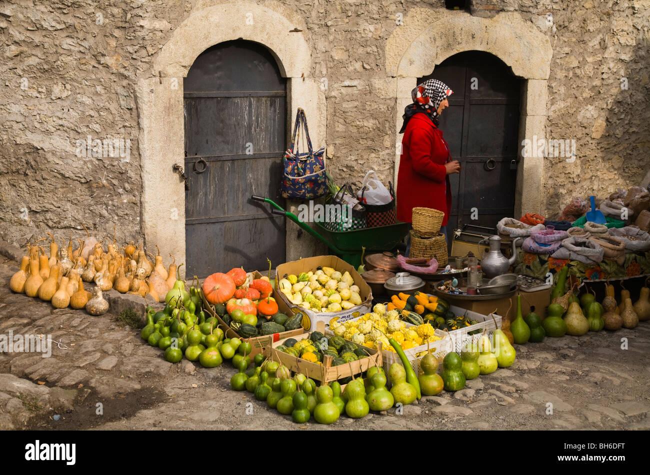 Calebasse et citrouilles dans un marché de rue, Safranbolu Turquie Photo Stock