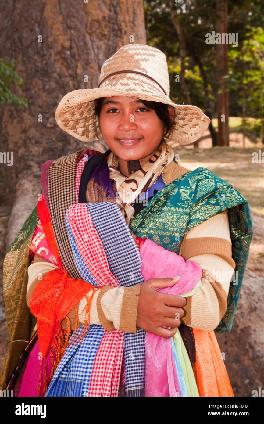 Tissu de soie cambodgienne du vendeur Photo Stock
