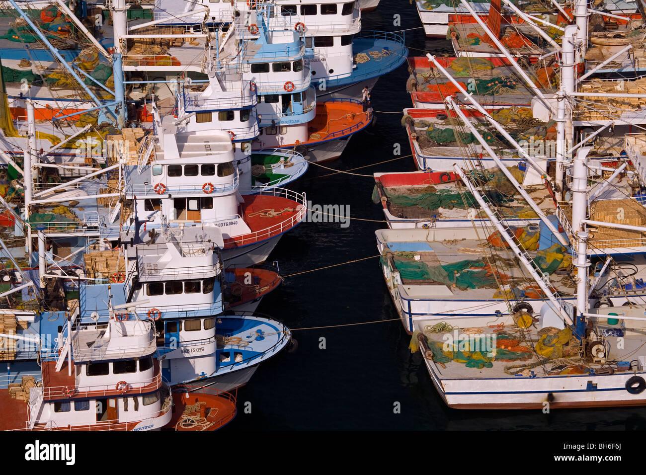 Bateaux de pêche dans le port, Çanakkale Turquie Babakale Photo Stock