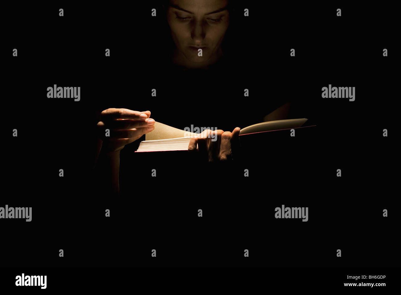 Woman Reading book Photo Stock