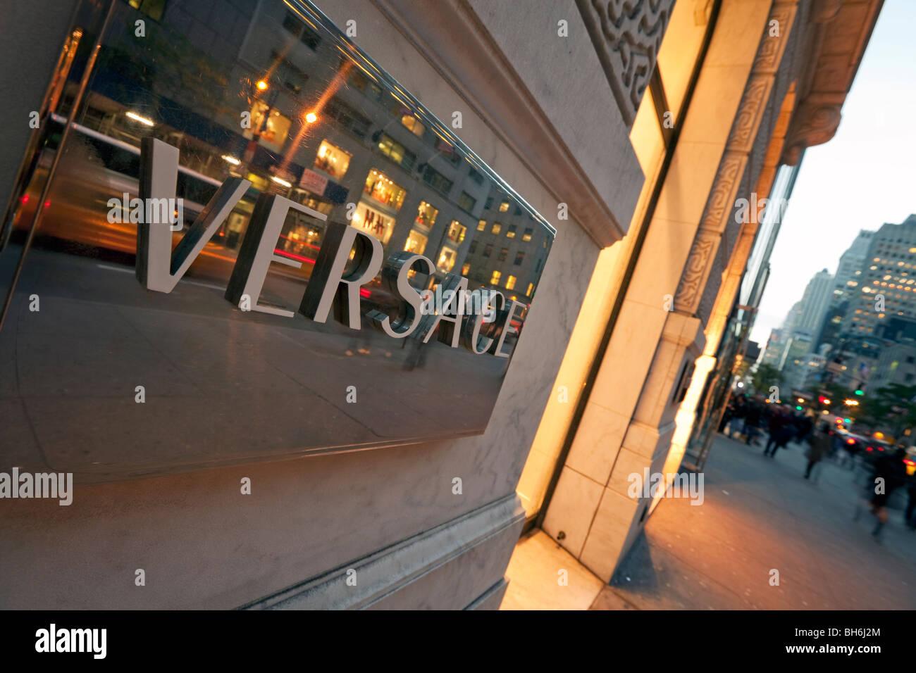 b2cd614cd8 USA, New York, Manhattan, des boutiques de la Cinquième Avenue Photo Stock