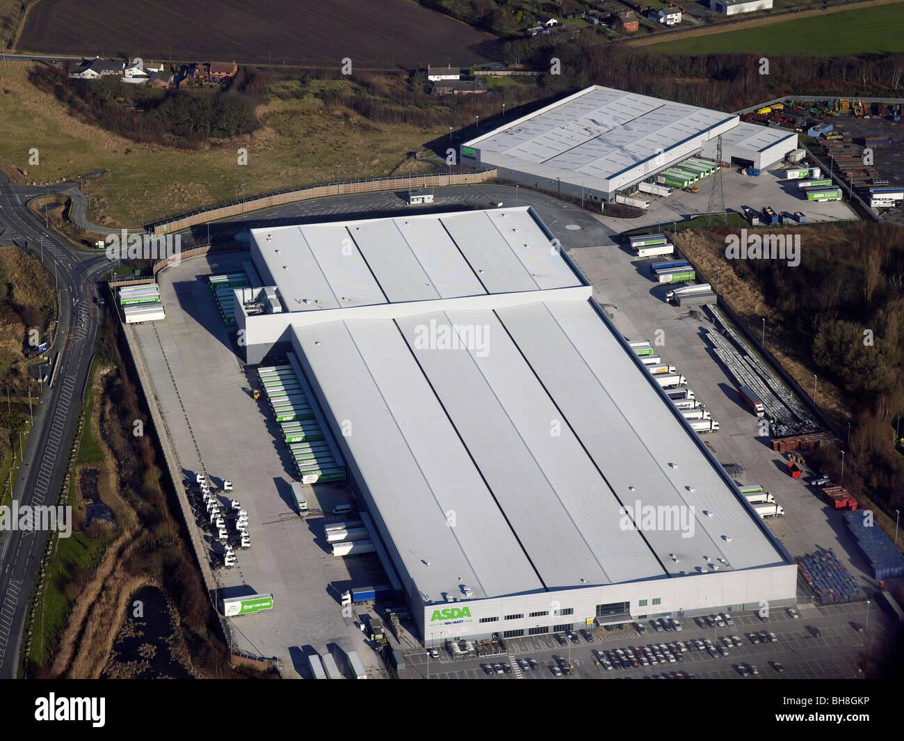 Entrepôt de distribution au détail à Wigan, Lancashire, dans le Nord de l'Angleterre Photo Stock