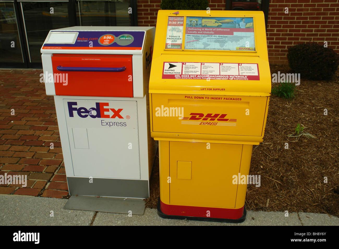 AJD64342, FedEx et DHL Express boîtes de dépôt, VA, Virginie Banque D'Images