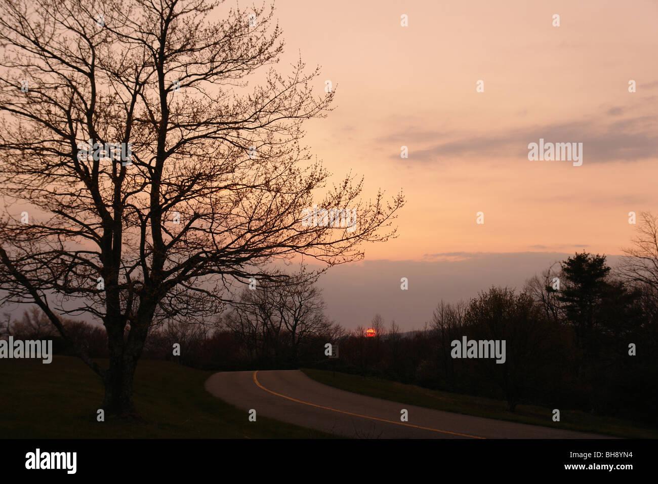 AJD64419, Blue Ridge Parkway, NC, Caroline du Nord, donnent sur la route, coucher de soleil, Banque D'Images