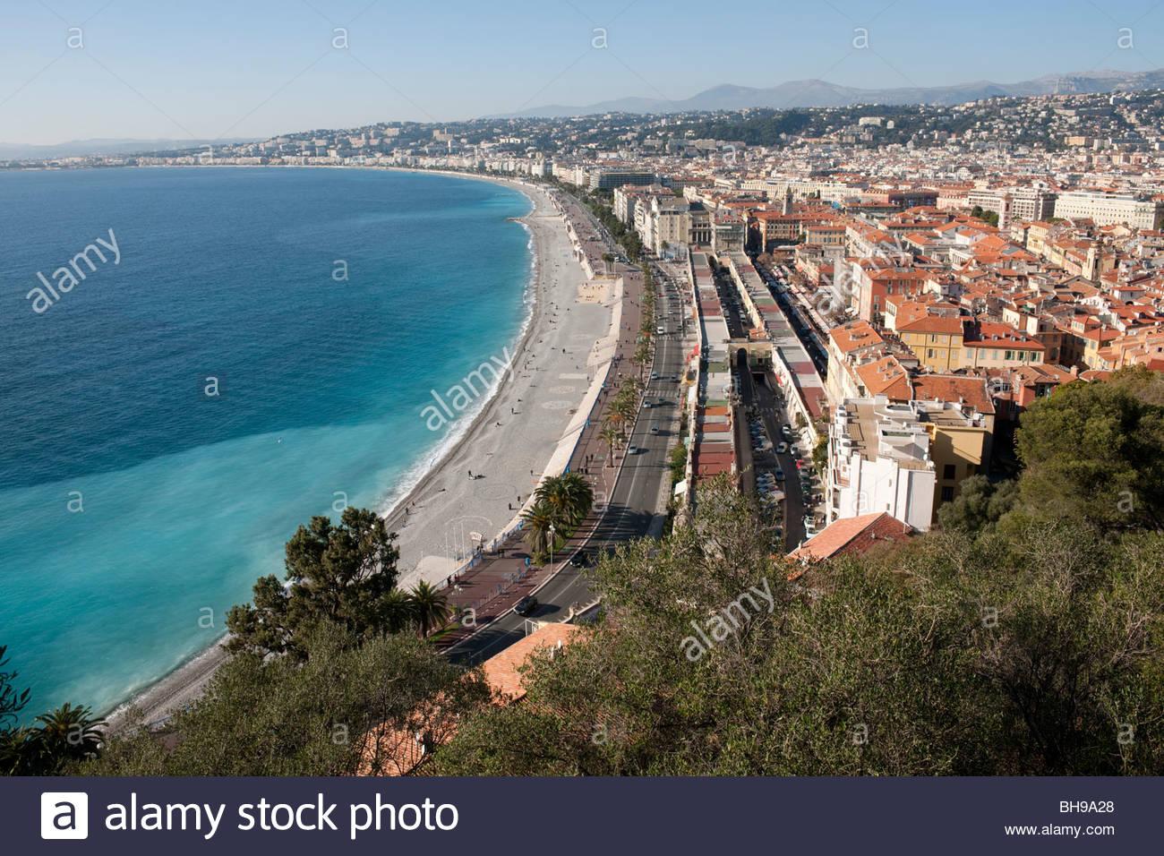 Promenade des Anglais, Le Marché aux Fleurs, Baie des Anges et la ville de Nice à partir du parc de Colline Photo Stock