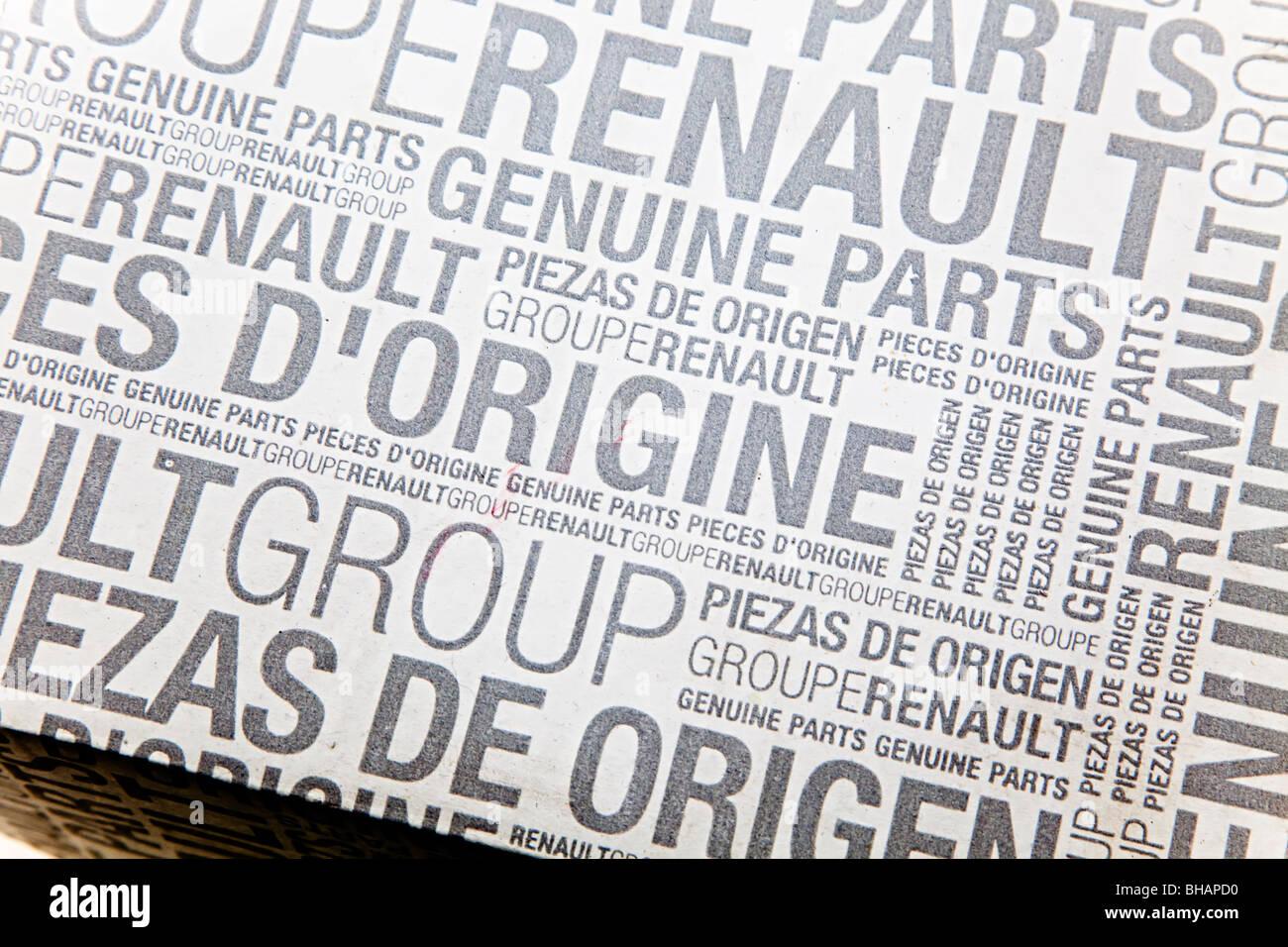 Voiture Renault emballage des pièces de rechange avec texte en français et anglais Photo Stock