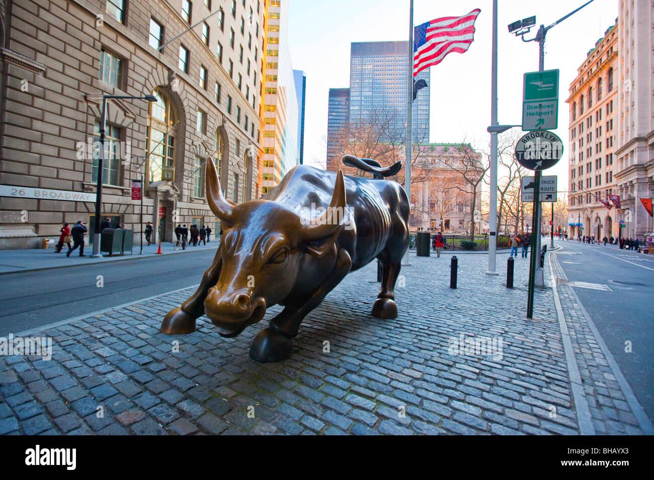 Wall Street Bull dans le centre-ville de Manhattan, NYC Photo Stock