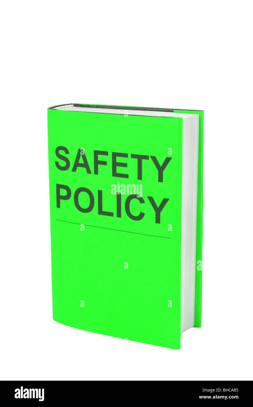 Livre avec couverture verte qui dit que la politique en matière de sécurité. Découper sur fond Photo Stock