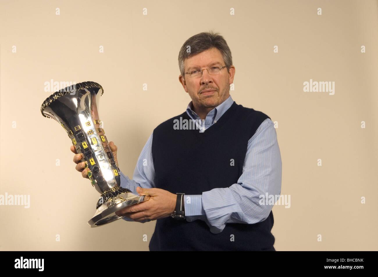 Ross Brawn. L'ingénieur anglais Motor Sports avec le Championnat du Monde de Formule Un Trophée des Photo Stock