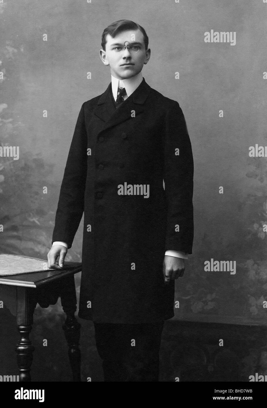 Extraordinaire Les gens, hommes, portrait / demi-longueur 1900 - 1930, jeune @KZ_19