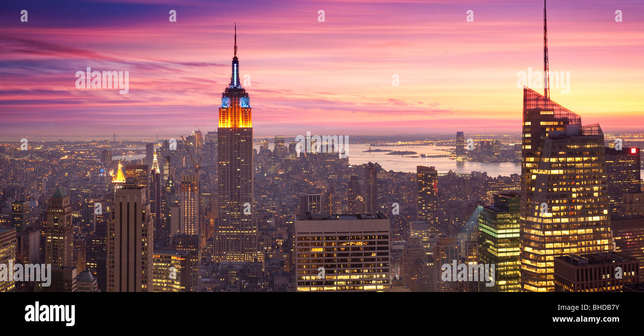 Portrait de l'Empire state building vue au coucher du soleil Photo Stock
