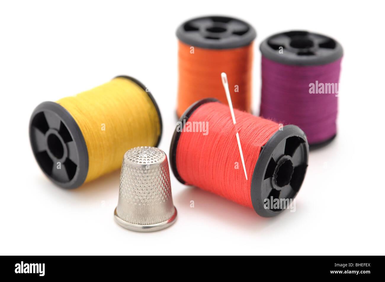 Des bobines de fil et l'Aiguille, dé Photo Stock