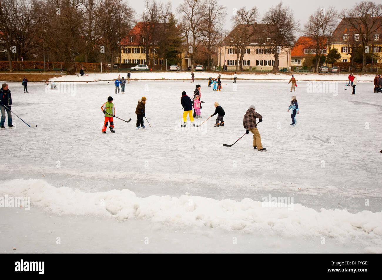 Fun sur lac gelé Photo Stock
