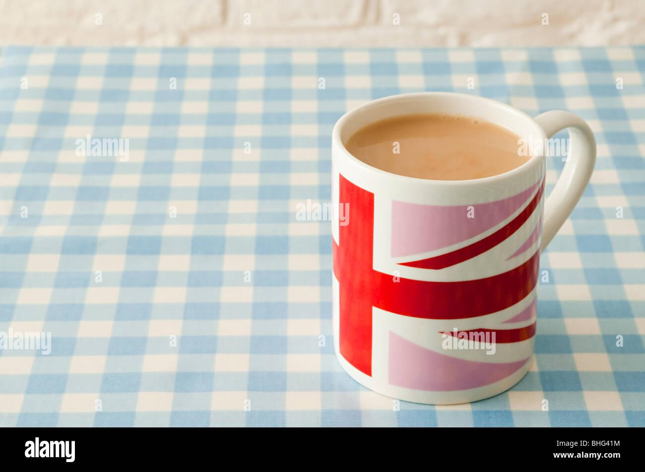 Tasse de thé dans la région de union jack mug Banque D'Images