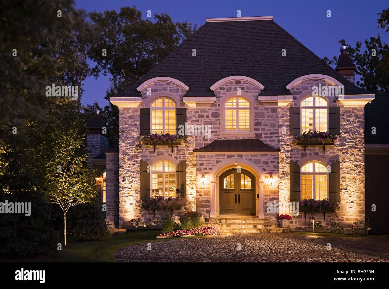 Grande maison allumé Photo Stock