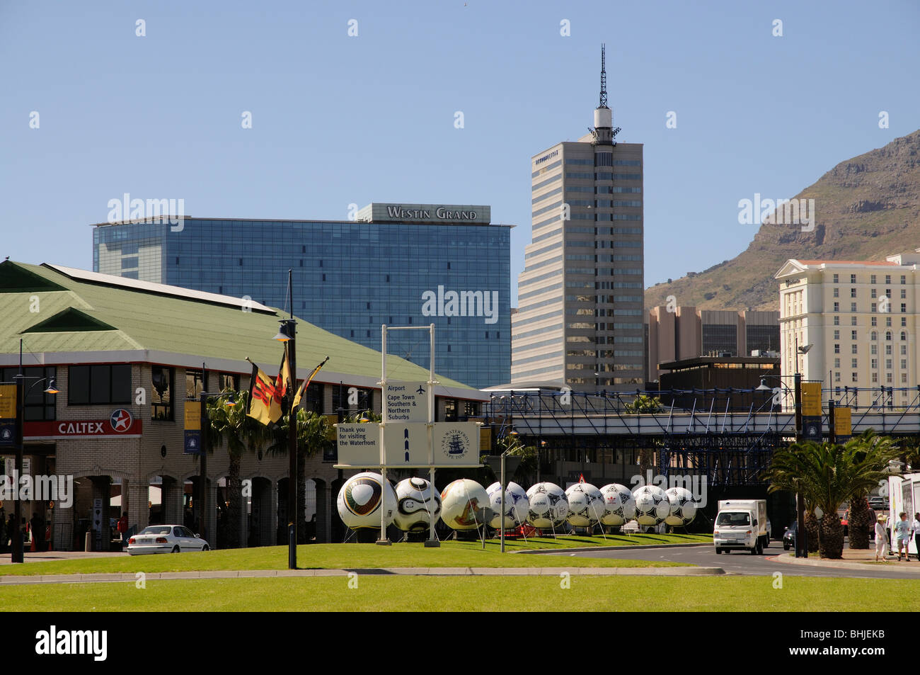 Cape Town Afrique du Sud World Cup 2010 lieu dans la ville de ballons de grand format représentant des sites de la Coupe du monde passé Banque D'Images