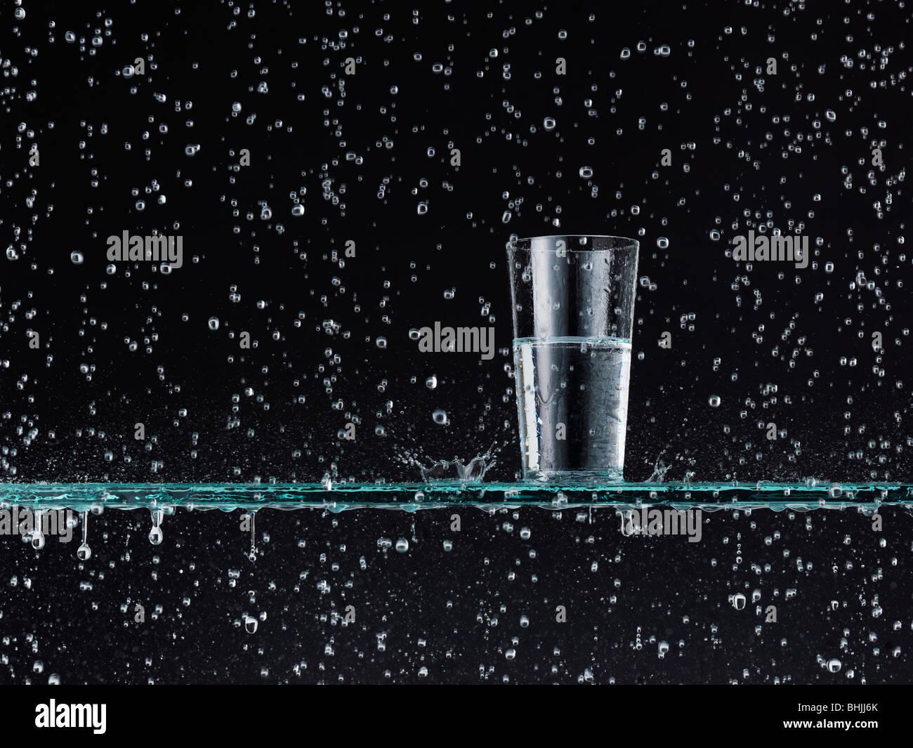Recueillir l'eau de pluie Photo Stock