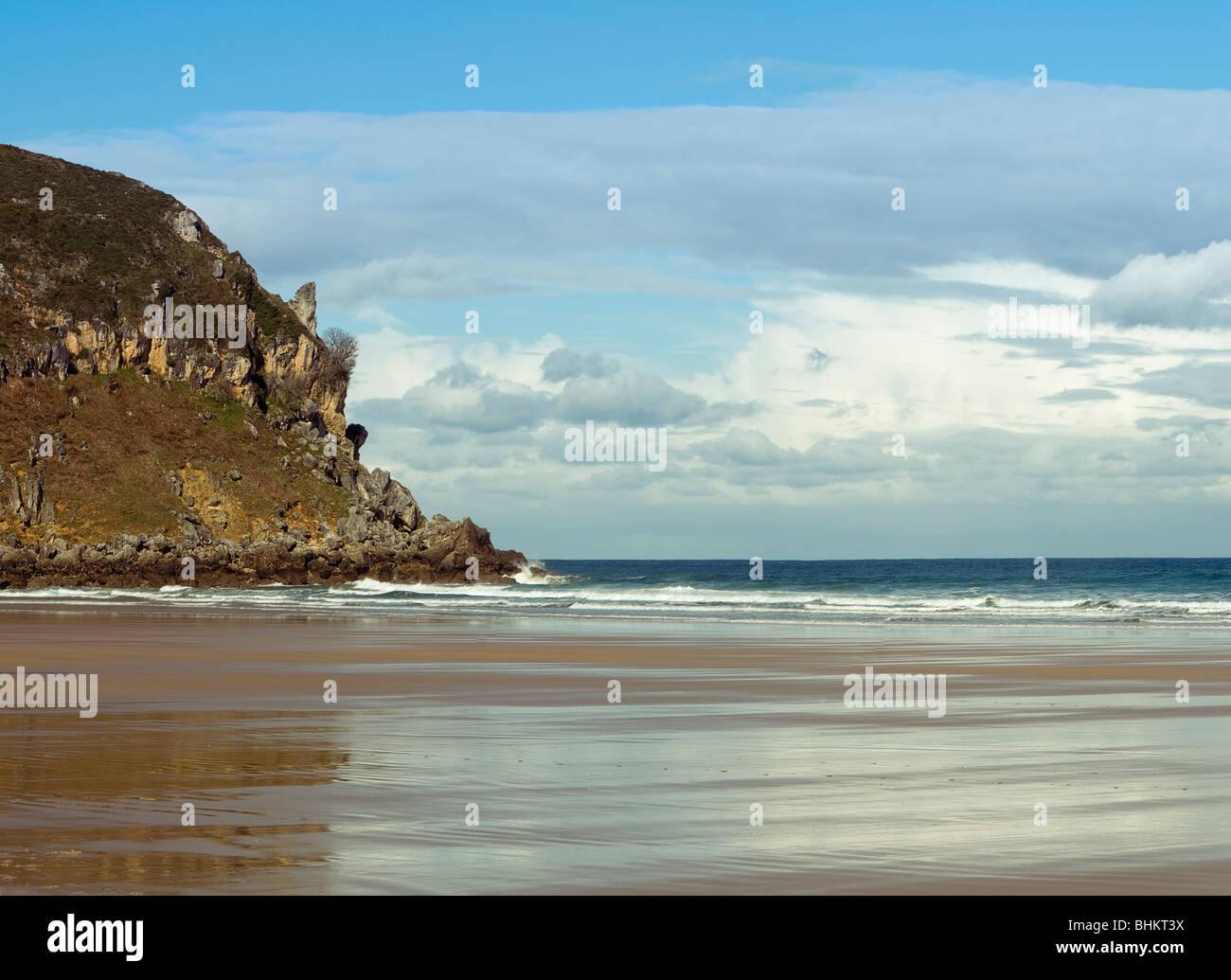 Municipio de Santoña Township Santoña Monte Brusco mont arena blanca abrupte fin sable blanc de la fina Photo Stock