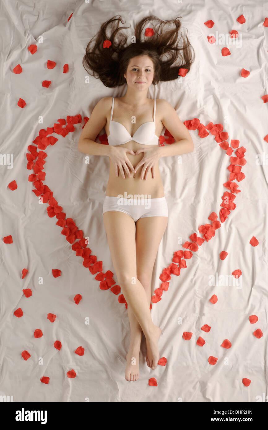 Femme tiens Spécial Saint-Valentin Photo Stock