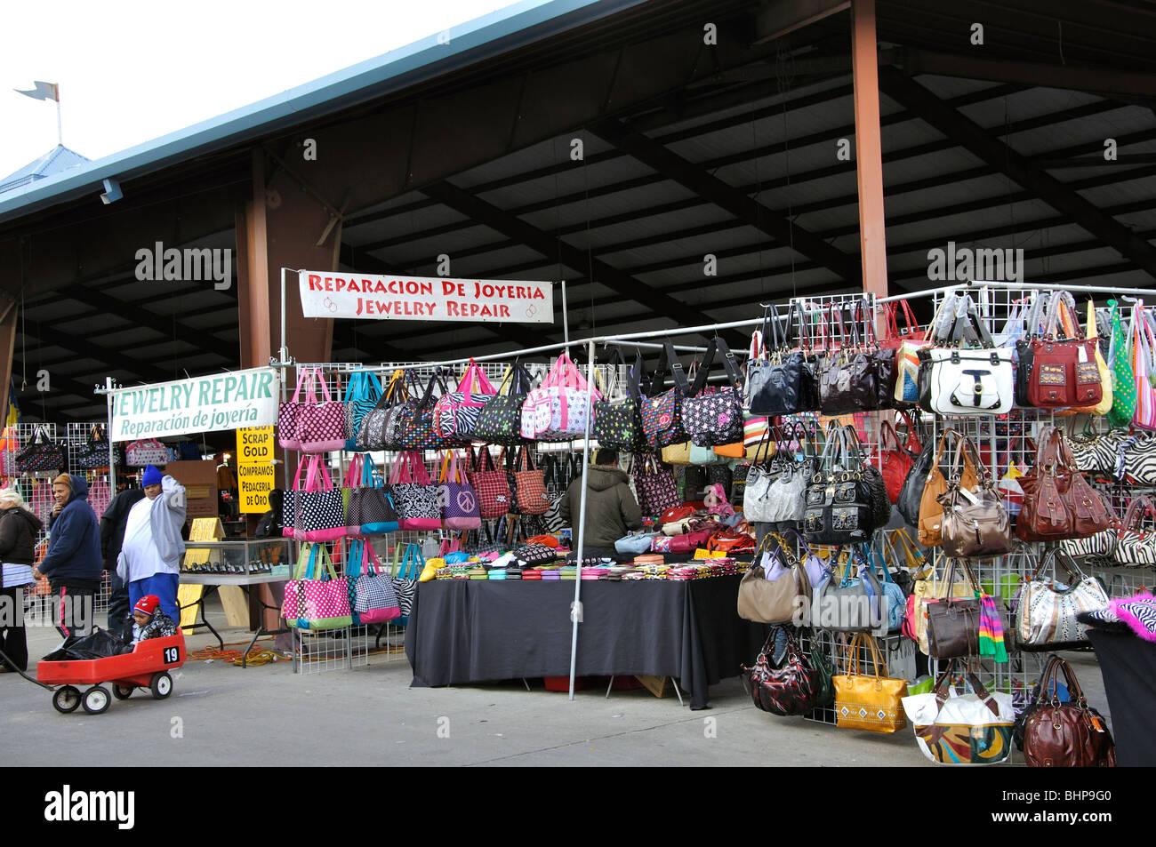 a89cbc5254 Fake designer handbags on sale Traders Village - plus grand marché aux  puces au Texas,