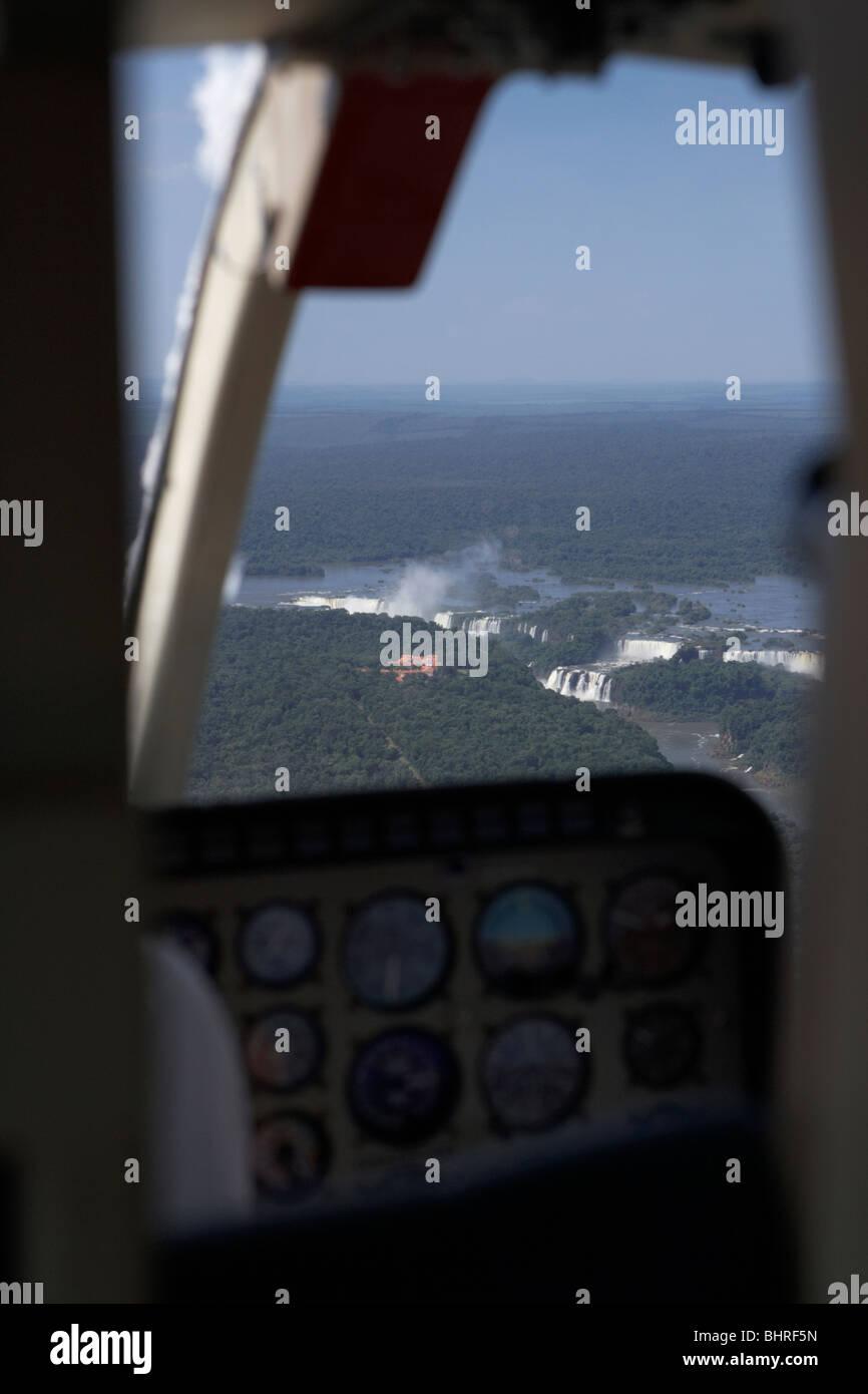 Vue depuis un hélicoptère près de chutes d'Iguaçu iguaçu parc national, l'État de Parana, Brésil, Amérique du Sud Banque D'Images